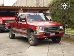 Se vende para trabajo duro: Toyota XTRA CAB 4X4 modelo 1,989